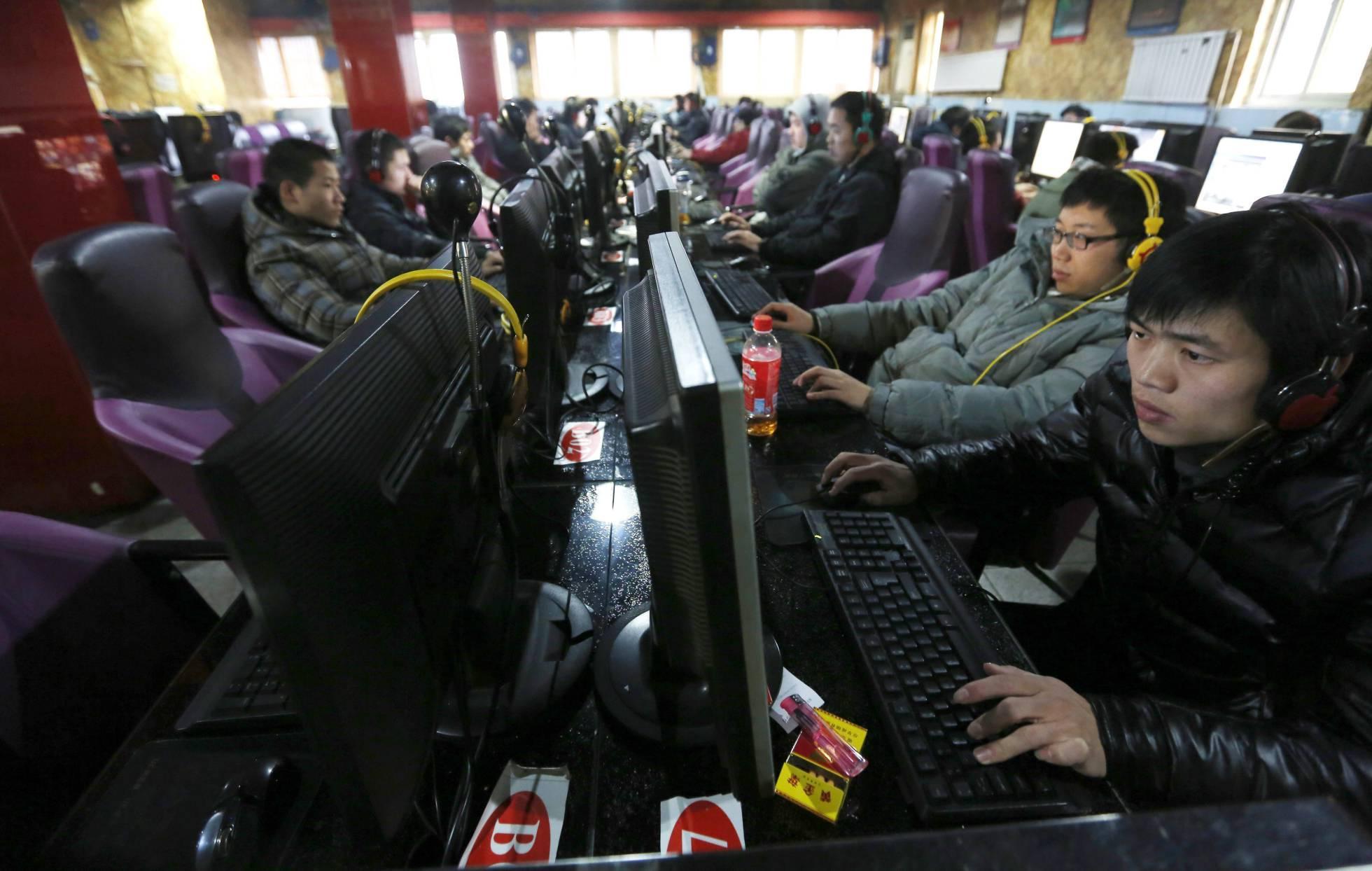 Computadores em uso numa LAN house de Pequim, em imagem de arquivo. EFE